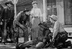 Cowboy Dempsey Rae (Kirk Douglas, r.) hat nicht nur Freunde in der Stadt