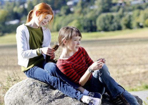 Freundinnen unter sich: Anne (Maria Tanderød Berglyd, r.) und Beate (Aurora Bach Rodal)