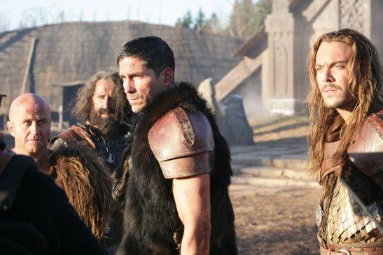 Nur Kainan (James Caviezel, M.) will den Wikingern helfen