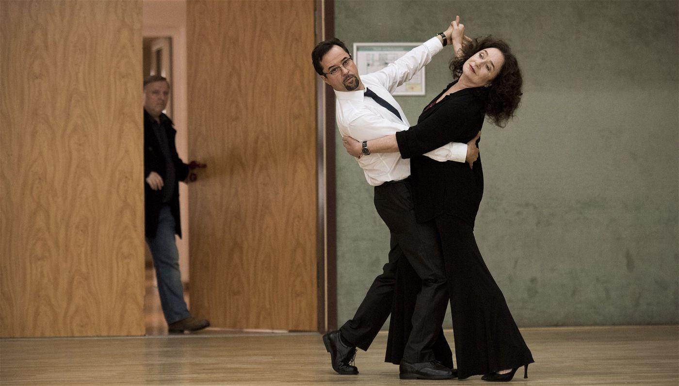 Kommissar Frank Thiel (Axel Prahl) erwischt Staatsanwältin Klemm und Boerne bei ihrer ersten gemeinsamen Tanzstunde - und kann sich ein Schmunzeln nicht verkneifen.