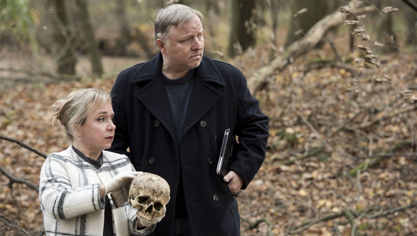 Im Wolbecker Wald wurde eine Leiche gefunden. Vor Thiel und Silke Haller (Christine Urspruch) liegt viel Arbeit.