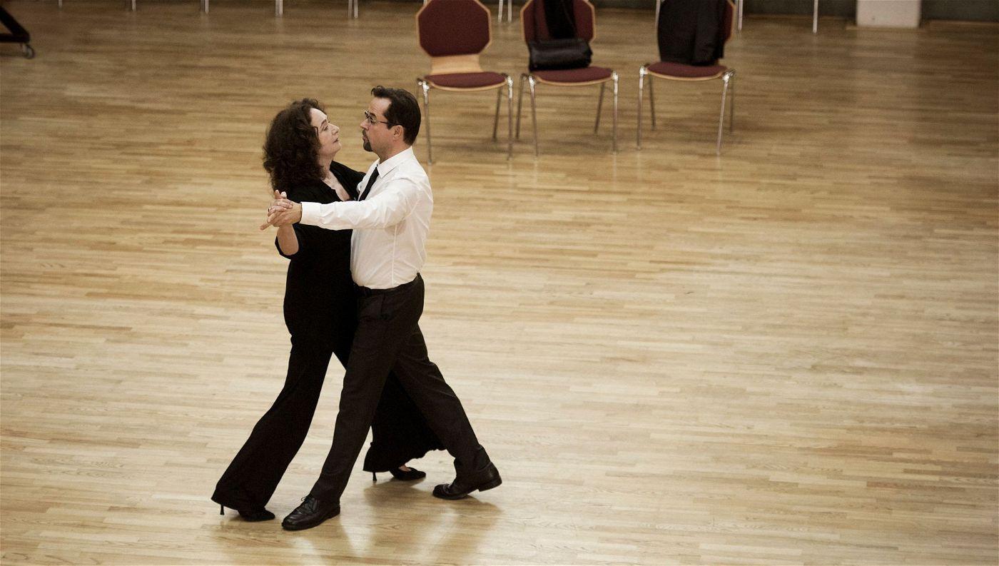 Der erste Tango für das Tanzpaar Wilhelmine Klemm (Mechthild Großmann) und Karl-Friedrich Boerne (Jan Josef Liefers).