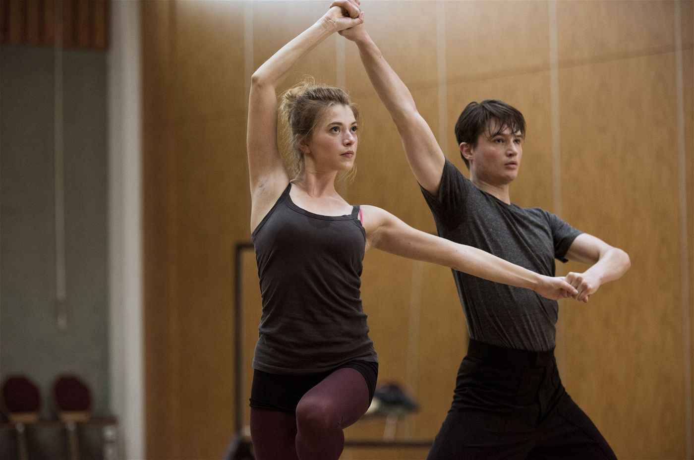 Zwei von ihnen trifft es ganz besonders: Marie Ade (Mersiha Husagic) wohnte mit Elmira zusammen, Jonas Körner (Gordon Kämmerer) war in die Tänzerin verliebt.