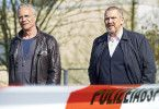 Treffen gerade am Tatort ein: die Kölner Kommissare Max Ballauf (Klaus J. Behrendt, l) und Freddy Schenk (Dietmar Bär, r).