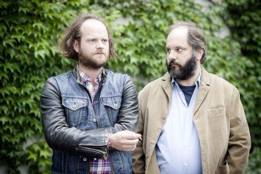 Kommissar Sebastian Fleischer (Andreas Leopold Schadt) und der Leiter der Spurensicherung Michael Schatz (Matthias Egersdörfer) sprechen über den Fall.