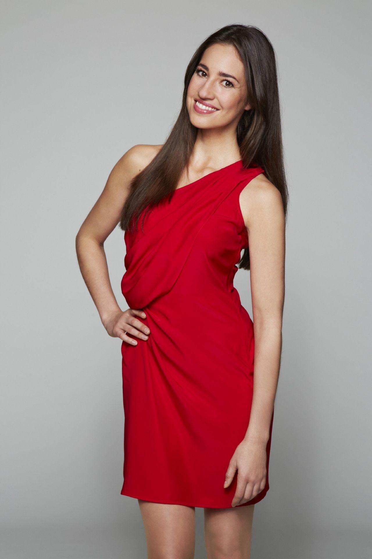 Elena Garcia Gerlach spielt Elena Castillo.