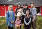 Angelo Kelly und seine Frau Kira haben sich vor 15 Jahren kennengelernt und haben mit Gabriel, Helen, Emma, Joseph und William fünf Kinder.