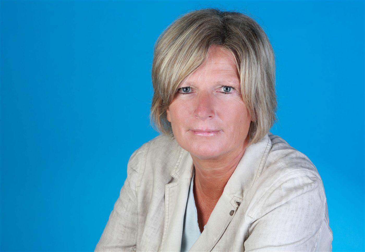 """Auch Claudia Neumann meldet sich für die ZDF-Zuschauer vom Kommentatorenplatz. <p><a href=""""http://www.prisma.de/tv-programm/sport/em2016/"""">Die EM 2016 live im TV erleben: Hier geht's zur &Uuml;bersichtsseite mit allen Infos und Fakten.</a></p>"""