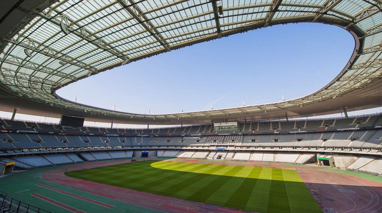 Das Stade de France in Saint-Denis. <br> Kapazität: 81.338 - vier Vorrundenspiele, ein Achtel- und ein Viertelfinalspiel finden hier statt. Außerdem kann man - im größten Stadion Frankreichs - das Eröffnungsspiel und das Finale sehen.