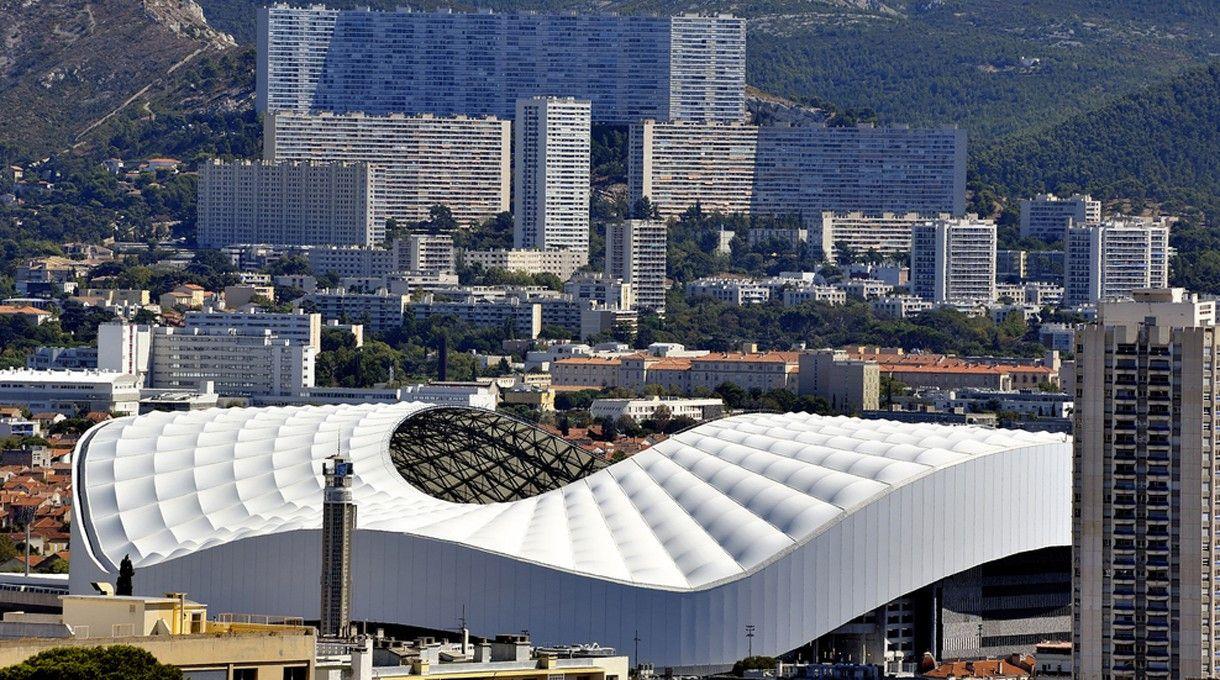 """Das Stade Vélodrome in Marseille. <br> Kapazität: 67.394 - vier Vorrundenspiele, ein Viertel- und ein Halbfinale werden hier ausgetragen. <p><a href=""""http://www.prisma.de/tv-programm/sport/em2016/"""">Die EM 2016 live im TV erleben: Hier geht's zur &Uuml;bersichtsseite mit allen Infos und Fakten.</a></p>"""