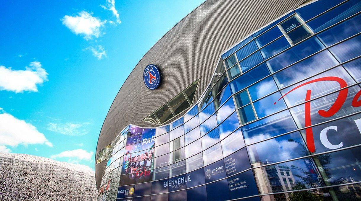 Das Parc des Princes (Prinzenparkstadion) in Paris. <br> Kapazität: 51.000 - vier Vorrundenspiele und ein Achtelfinale werden hier ausgetragen.