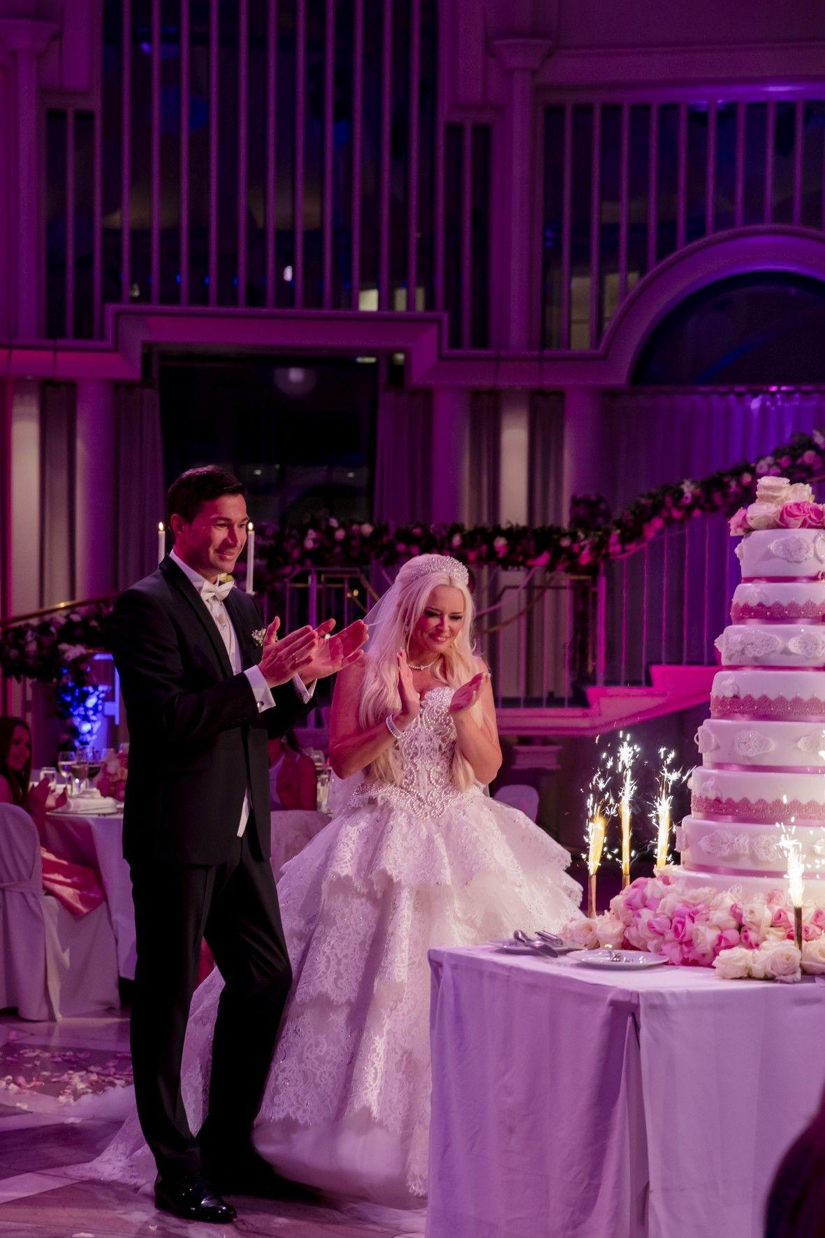 Sehen Sie im Folgenden weitere Bilder der Hochzeit von Daniela Katzenberger und Lucas Cordalis ...