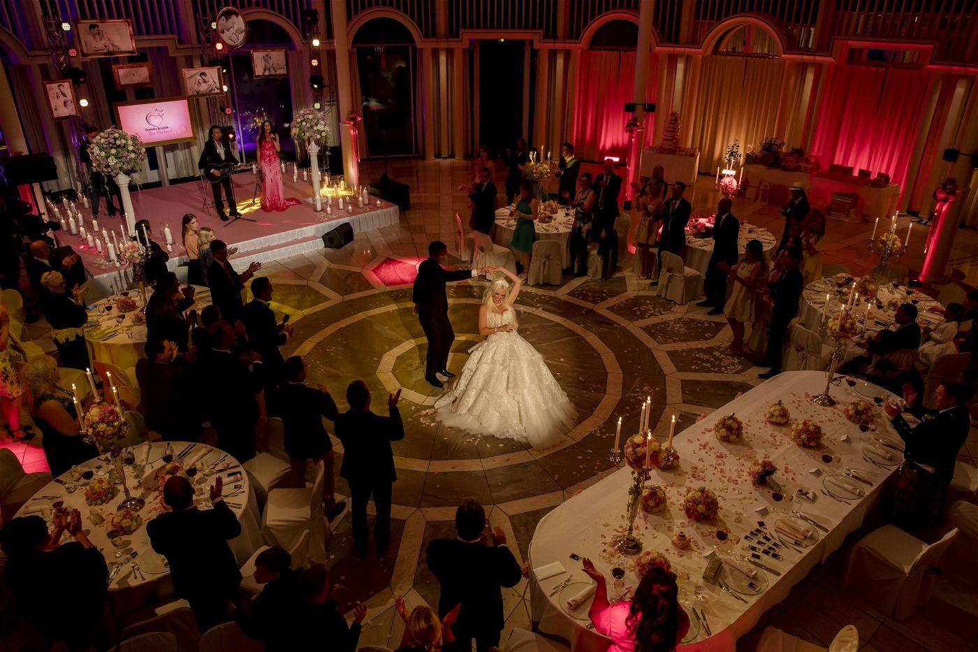 Anschließend wurde in einem großen Saal gefeiert.