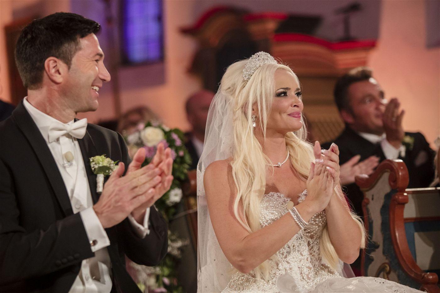 Die Hochzeit war live im TV bei RTL II zu sehen.