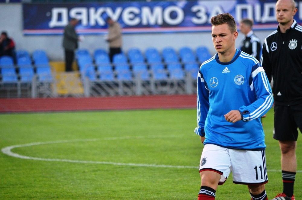 <b>Rückennummer:</b> 21 <br> <b>Position:</b> Abwehr <br> <b>Name:</b> Joshua Kimmich <br> <b>Verein:</b> FC Bayern München