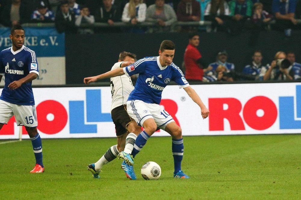 <b>Rückennummer:</b> 11 <br> <b>Position:</b> Mittelfeld <br> <b>Name:</b> Julian Draxler <br> <b>Verein:</b> VfL Wolfsburg