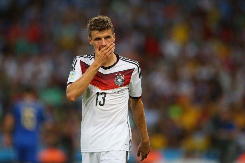 <b>Rückennummer:</b> 13 <br> <b>Position:</b> Mittelfeld <br> <b>Name:</b> Thomas Müller <br> <b>Verein:</b> FC Bayern München
