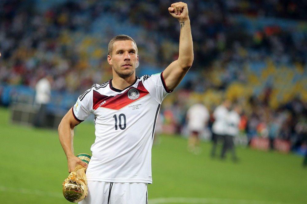 <b>Rückennummer:</b> 10 <br> <b>Position:</b> Angriff <br> <b>Name:</b> Lukas Podolski <br> <b>Verein:</b> Galatasaray Istanbul