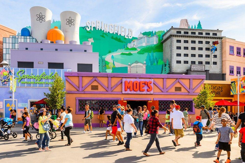 ... Moe's Taverne - im Themenpark der Universal Studios Hollywood kann man Springfield hautnah erleben.