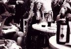 """""""Cry Baby"""", """"Mercedes Benz"""" und """"Piece Of My Heart"""" – die Blues Sängerin Janis Joplin ist mit diesen Liedern in die Annalen der Rock-Geschichte eingegangen. 1970 wurde sie zur Legende der Hippie-Bewegung, als sie mit 27 Jahren an einer Überdosis Heroin starb. Regisseurin Amy Berg beschäftigt sich in ihrem Dokumentarfilm nicht nur mit der öffentlichen Wahrnehmung der Rock-Ikone, sondern zeichnet das Charakterporträt eines sensiblen und verletzlichen Menschen."""