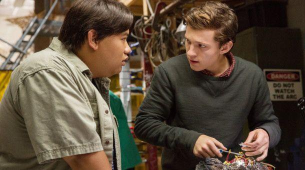 Ned (Jacob Batalon, l.) und Peter Parker (Tom Holland)