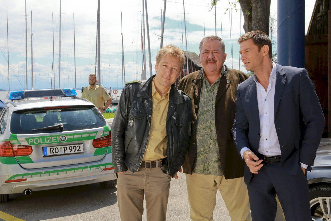 Die Kommissare Hofer, Hansen und Polizist Mohr ermitteln.