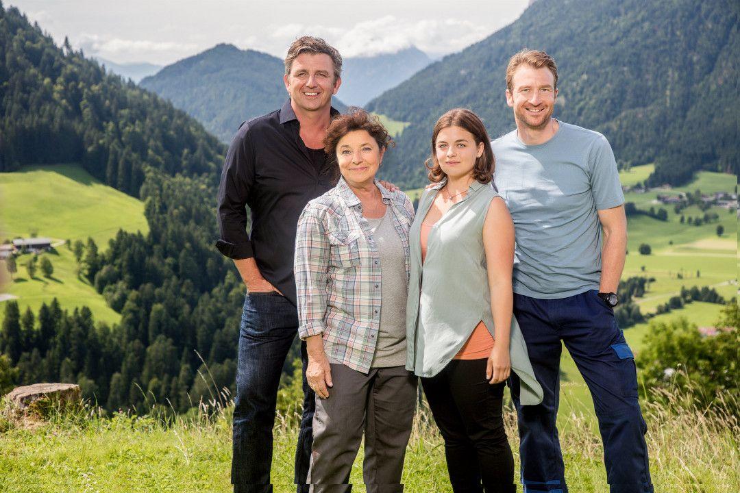 Martin Gruber (Hans Sigl), Lisbeth Gruber (Monika Baumgartner), Lilli Gruber (Ronja Forcher), Hans Gruber (Heiko Ruprecht)