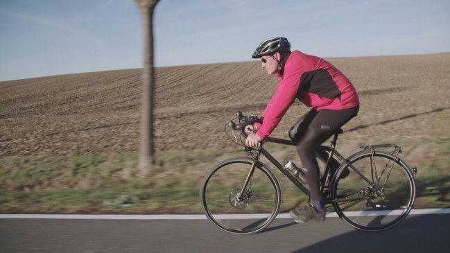 Martin entspannt sich gerne mit seinem Rennrad. Beim Fahren fühlt er sich in seine Kindheit zurückversetzt.