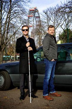 Im Bild: Alexander Haller (Philipp Hochmair), Nikolai Falk (Andreas Guenther).