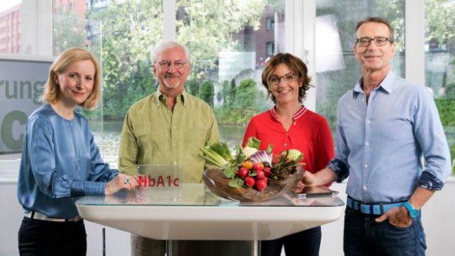 Die Ernährungs-Docs: Anne Fleck, Jörn Klasen, Silja Schäfer und Matthias Riedl beraten gemeinsam die richtigen Konzepte für ihre Patienten.