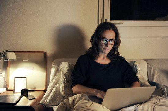 ARD SEITENSPRUNG, Deutschland 2014, Regie Sabine Boss, am Freitag (19.09.14) um 20:15 Uhr im Ersten Die erfolgreiche Marketingspezialistin Fiona (Claudia Michelsen) geht voll in ihrem Job auf – sogar nachts im Bett.