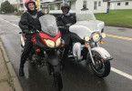 Passagier Raul Kraaier (von Beruf Flusskreuzfahrtkapitän, rechts im Bild) unternimmt in Trois-Rivières, Kanada, mit Kapitän Elmar Mühlebach einen Motorrad-Ausflug.