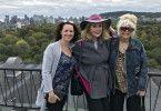 """Reiseleiterin Maika Wüscher unternimmt mit Künstlerin Gloria Gray und ihrer Freundin Michelle einen Ausflug durch Glorias """"zweite Heimat"""" Montreal."""