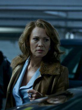 Die ehemalige Berliner Bordellbesitzerin Evelyn Frank (Iris Berben) erhält als Kronzeugin eine neue Identität.