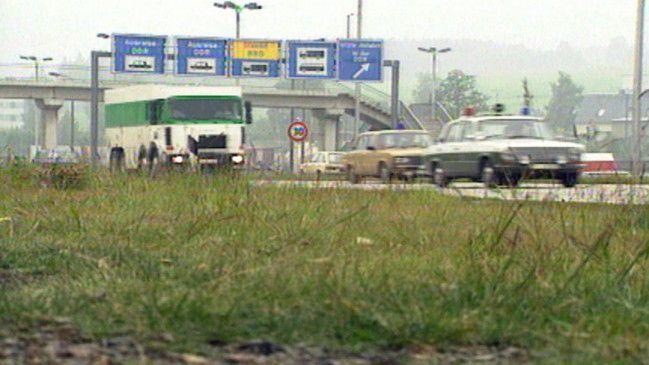 Geldtransporter aus München an der deutsch-deutschen Grenzstation Rudolphstein / Hirschberg im Juni 1990.