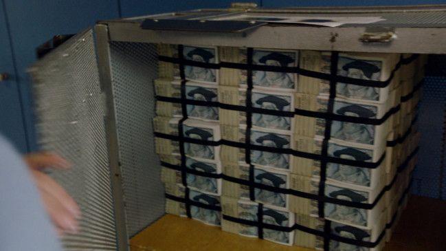 Geldpakete mit 100-DM-Scheinen.