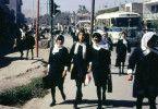 """ARD/NDR AFGHANISTAN - DAS VERWUNDETE LAND, am Montag (06.07.20) um 23:35 Uhr im ERSTEN. Afghanische Schulmädchen in Kabul auf dem Weg zur Schule, Afghanistan 1967/68 © NDR/Dr. Bill Podlich, honorarfrei - Verwendung gemäß der AGB im engen inhaltlichen, redaktionellen Zusammenhang mit genannter NDR-Sendung bei Nennung """"Bild: NDR/Dr. Bill Podlich"""" (S2). NDR Presse und Information/Fotoredaktion, Tel: 040/4156-2306 oder -2305, pressefoto@ndr.de"""