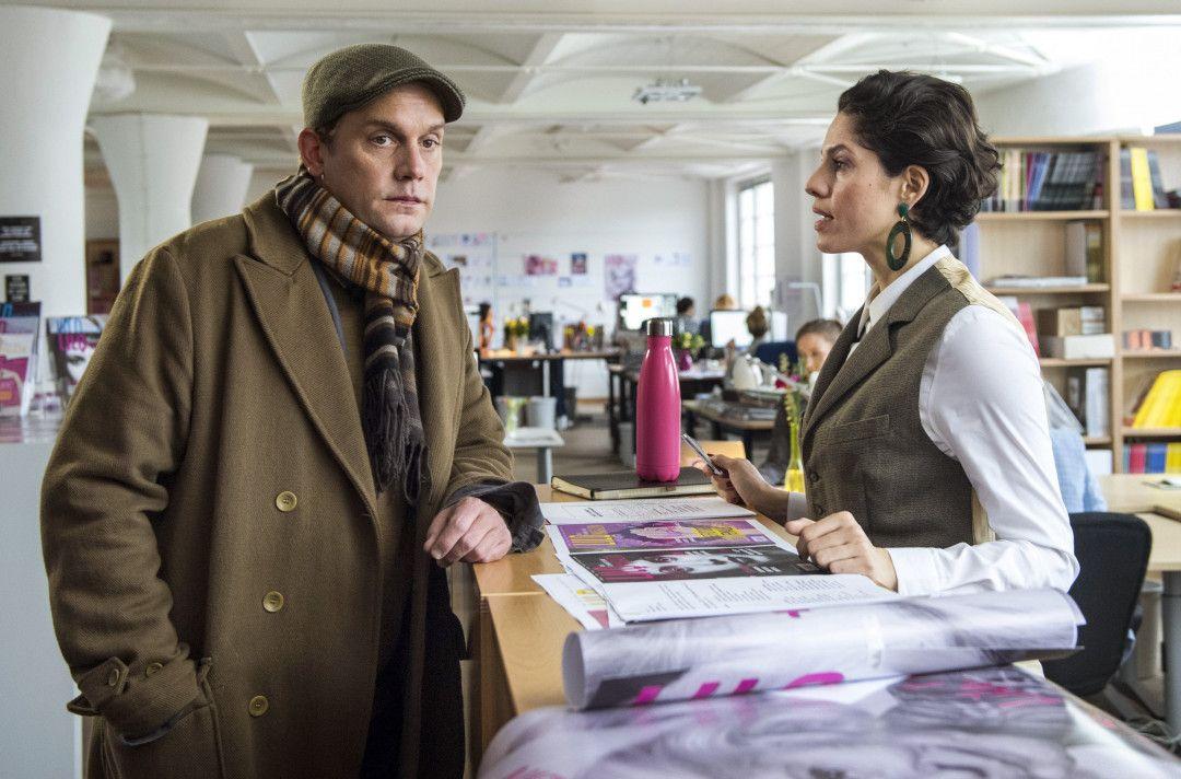 Ruben (Sebastian Bezzel) möchte seine Mutter am liebsten wieder bei Angela (Jasmin Gerat) abliefern.