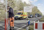 Ein Polizeikonvoi begleitet die geborgenen Giftgasgranaten zur Entschärfung durch die niedersächsischen Wälder.