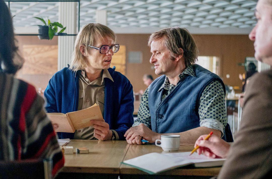 Gundermann (Alexander Scheer, li.) und Volker (Milan Peschel, re.) bei einem Treffen der SED