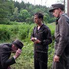 Lothar (Ludwig Trepte, mi.) hilft Freunden über die Grenze.
