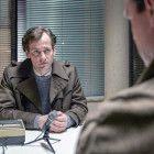 Armin Glaser (Florian Stetter) nutzt seine Stellung bei der Staatssicherheit, um eigene Nachforschungen zu betreiben.