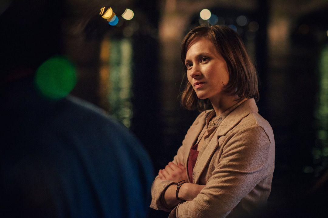 Sophie (Alina Levshin) versteht die Situation von Tomasz (Marco Cindric) durch das nächtliche Gespräch an Deck des Schiffes besser.