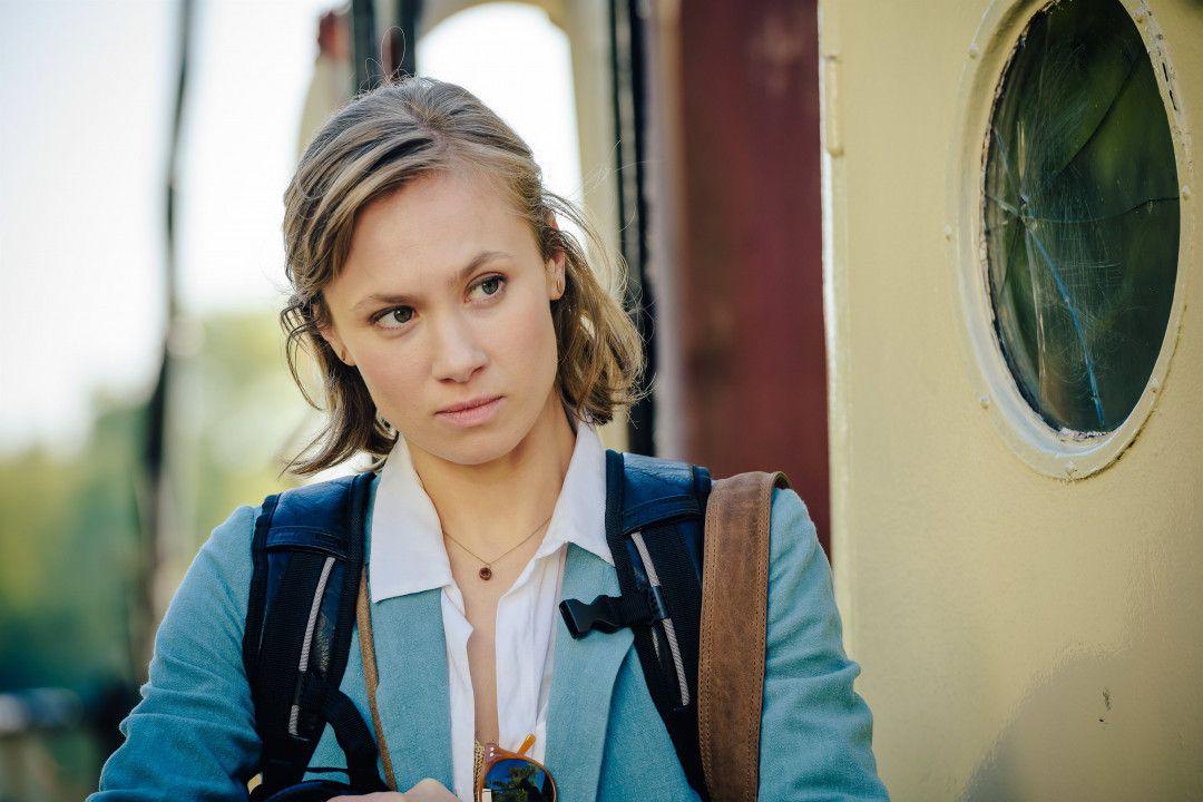 Die Privatermittlerin Sophie (Alina Levshin) beobachtet sehr genau, wie Tomasz mit seiner Tochter Katka umgeht.