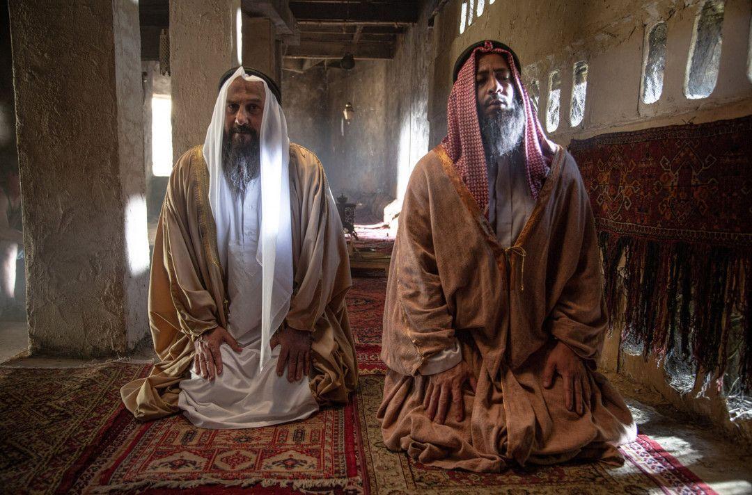 Muhammad Ibn Abd al-Wahhab (re.) und Muhammad Ibn Saud (li.) beim Gebet