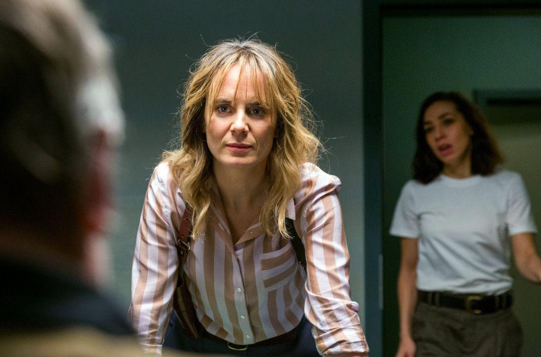 Anna Pieri Zuercher (Isabelle Grandjean), Carol Schuler (Tessa Ott).