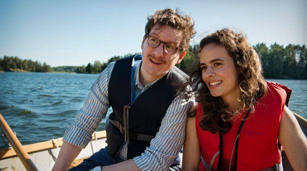 Kristie (Maya Haddad) ist mit Björn (Dominik Weber) verheiratet. Nach ihrer erfolgreichen Herz-OP will sie sich nun endlich voll ins Leben stürzen. Doch Björn rät zur Vorsicht, denn er macht sich Sorgen um ihre Gesundheit.