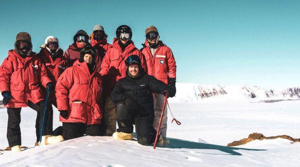 Einsamer Suchtrupp: Das Expeditionsteam aus Geologen, Planetenforschern und Bergführern ist wochenlang völlig auf sich allein gestellt.