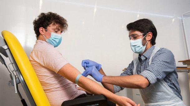 Die Pandemie fordert Gesundheitssystem, Wirtschaft und Gesellschaften viele Opfer ab.