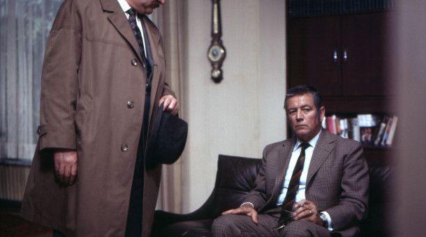 Kriminaloberinspektor Veigl (Gustl Bayrhammer, links) und N.N.